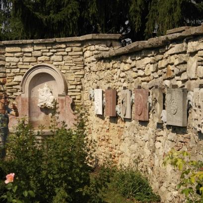 Der Europabrunnen und die Europamauer